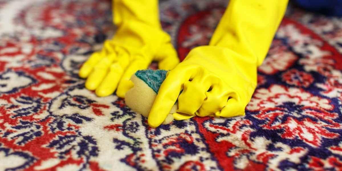ניקוי שטיחים ידני עם ספוג